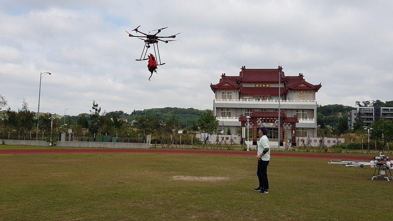 工研院研發高負載高續航商用無人機,救災時由無人機載送救援物資、拋投救生設備。記者...