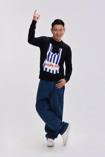 劉德華(華仔)15日將在香港紅館舉辦「My Love Andy Lau World Tour」世界巡演,開唱前夕卻有黑衣人上街舉牌、拉布條,指控主辦方「映藝劇團」說「還我血汗錢」、「劉德華(映藝公司...