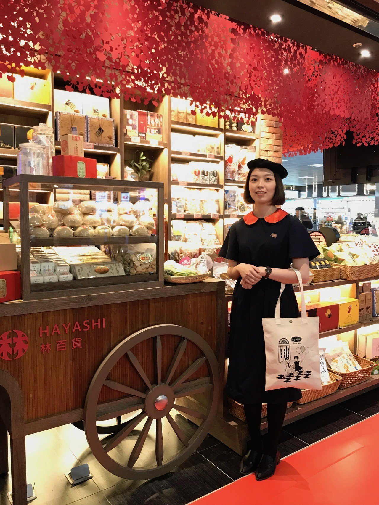 「林百貨—台南好物產」進駐微風台北車站,並推出「林百貨娃娃北車限定款帆布包」。記...