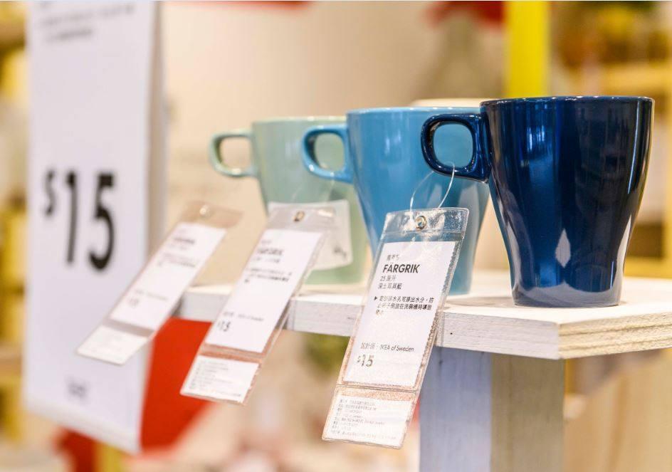 有多種色彩的FÄRGRIK馬克杯,只要15元。圖/摘自IKEA粉絲團