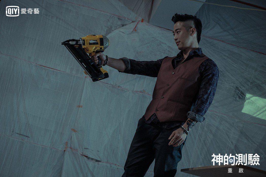 金載沅飾演殺人不眨眼的黑道。圖/愛奇藝台灣站提供