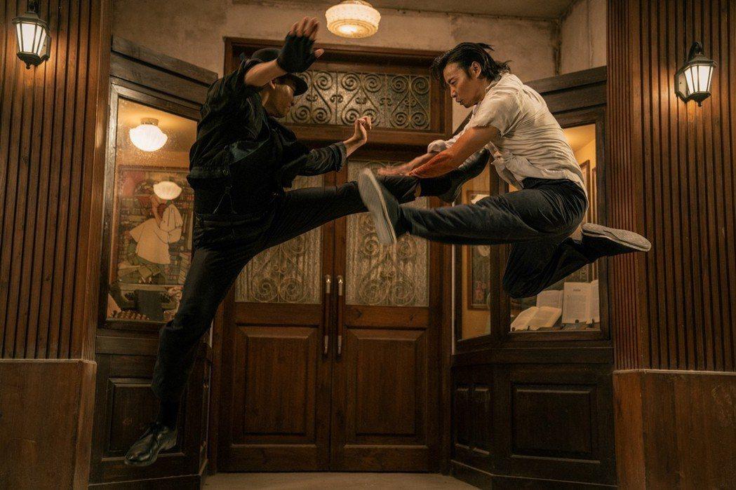 東尼嘉也與張晉(右)在「葉問外傳:張天志」中拳腳較量。圖/華映提供