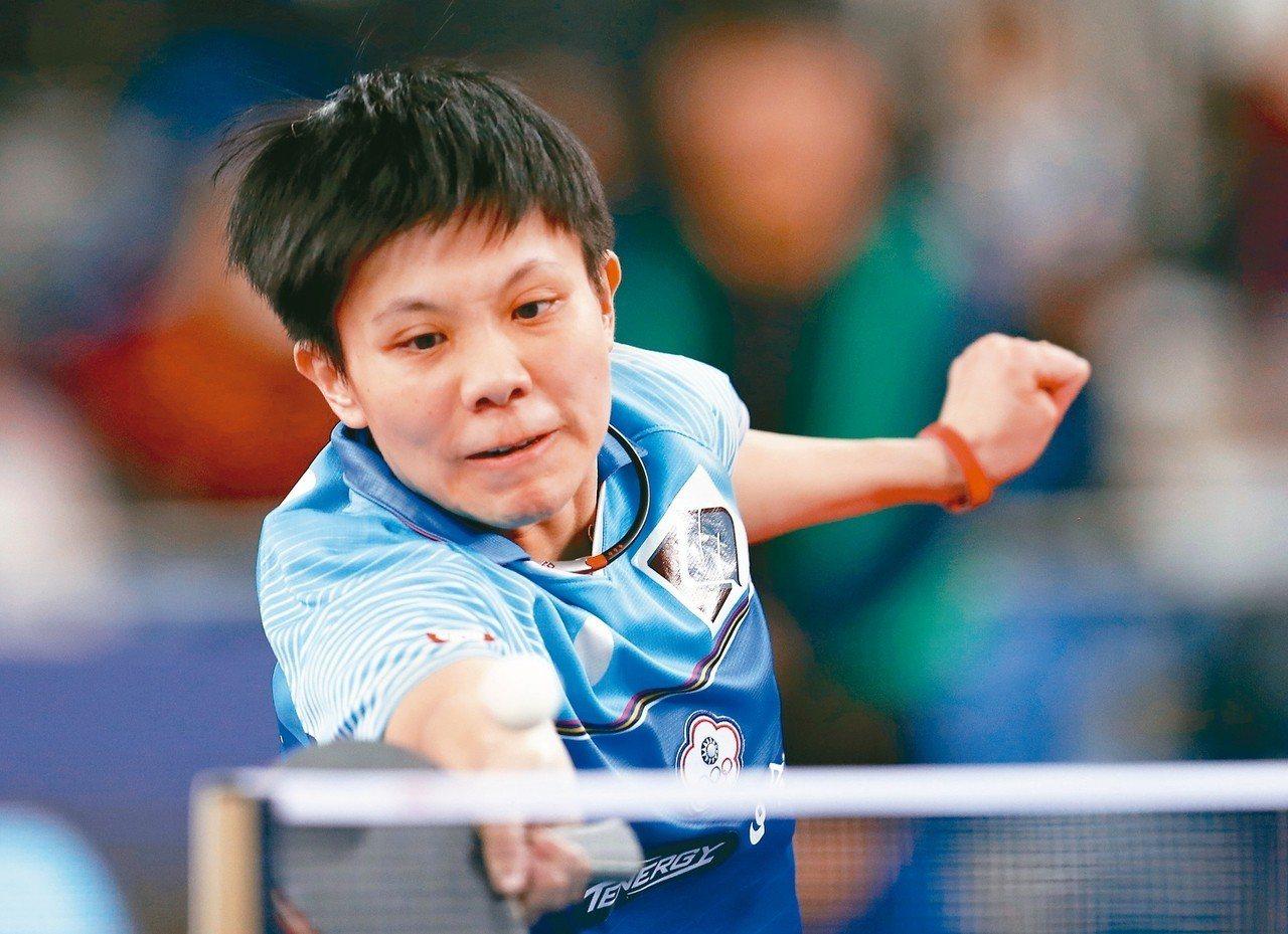 帶傷上陣的女單一姊鄭怡靜,卅二強賽輸給年僅十五歲的南韓天才少女申瑜彬。 (歐新社...