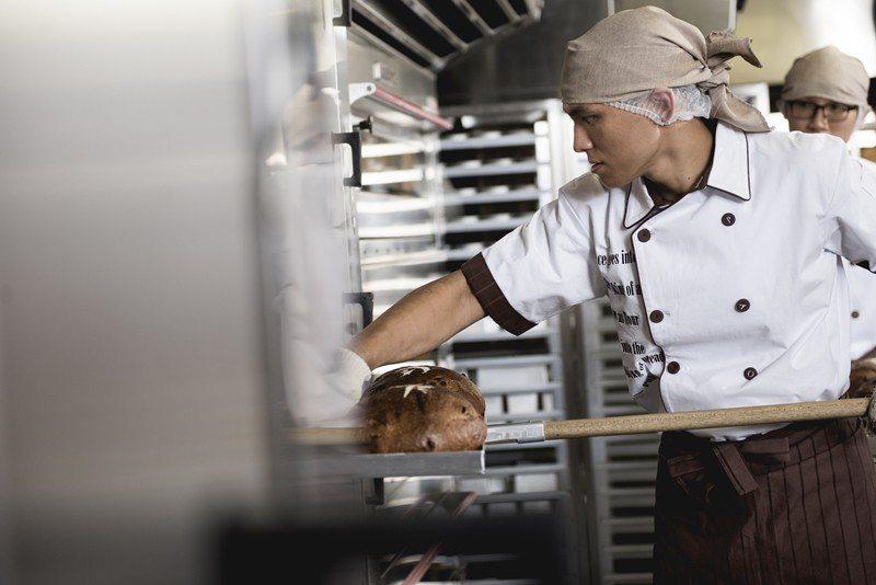 一位有證照、多年經驗的烘焙師傅去應徵,經常性薪資才26-28k。圖為示意圖,非當事人。 圖/聯合報系資料照