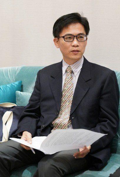 東吳大學國貿系溫福星主任建議,企業高階管理人必須跳脫原有思維框架,善用大數據提升...