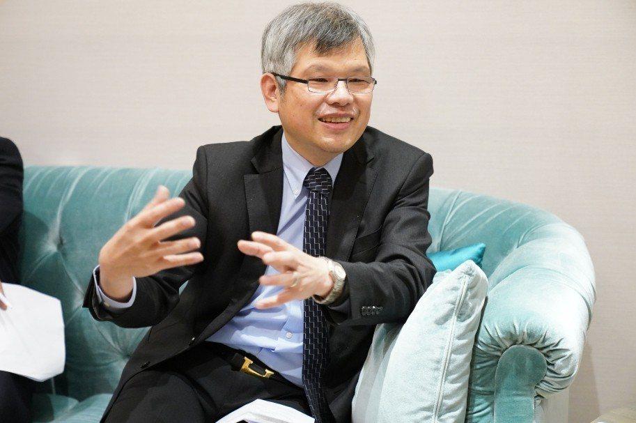 東吳大學EMBA主任邱永和指出,東吳在今年EMBA招生網頁導入AI智慧客服,讓報...