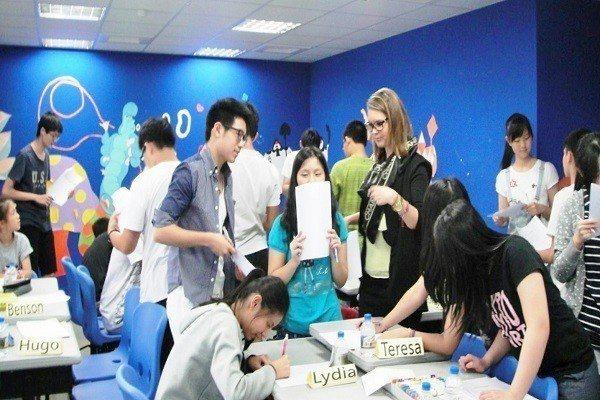 小組課程互動交流 圖/哥倫比亞國際實驗教育機構 提供