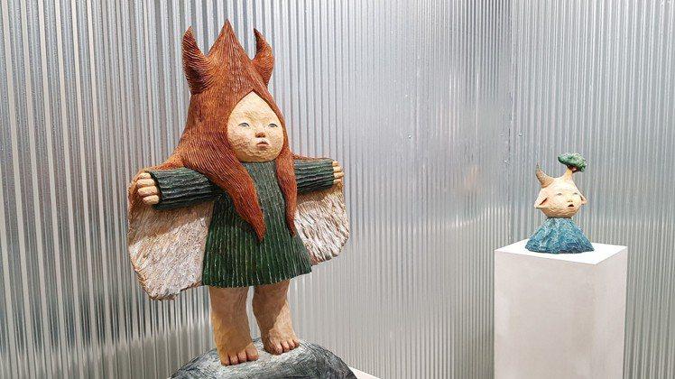 近距離欣賞各式雕塑,更添立體感與真實性。圖/記者陳睿中攝影