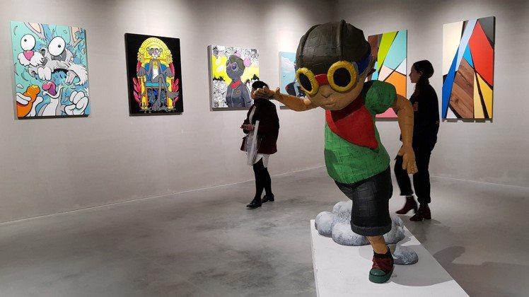 ALL THE RAGE台北國際潮流藝術展共展出超過200件潮流藝術作品。圖/記...