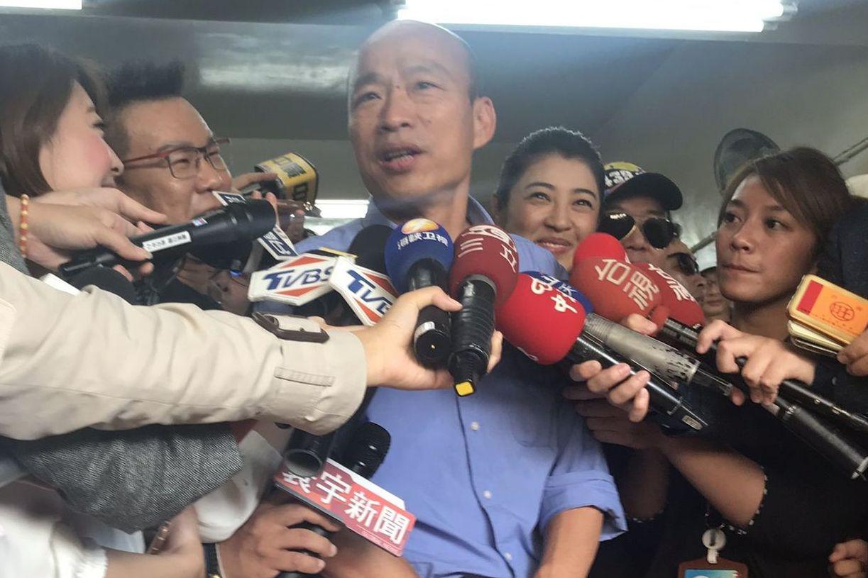 高雄市長當選人韓國瑜(左三)。記者楊濡嘉/攝影
