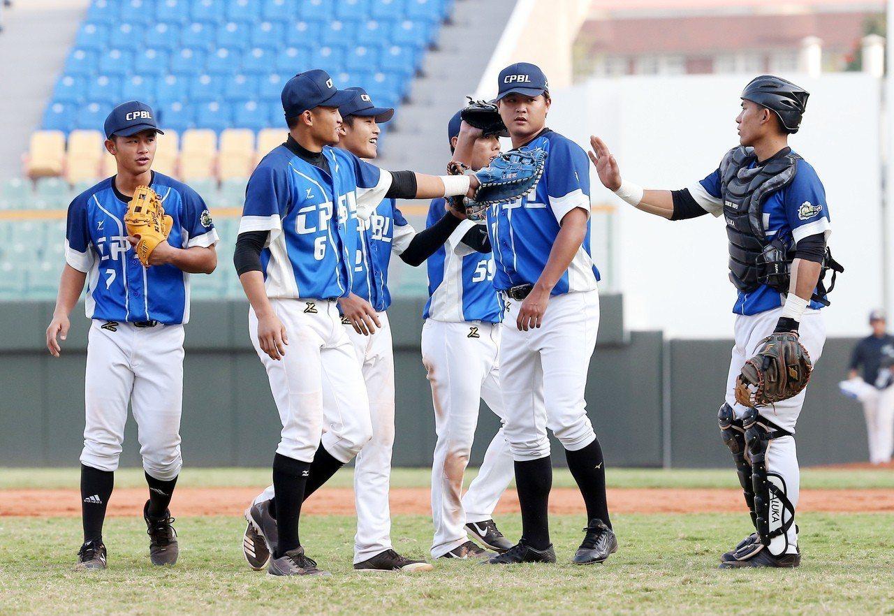 中職聯隊季後賽首戰擊敗日本社會人隊。 圖/中職提供