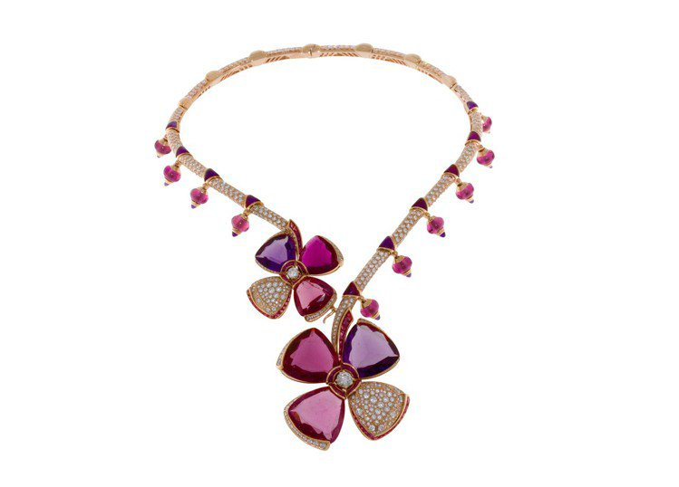 BVLGARI Fiorever系列頂級彩寶與鑽石項鍊,價格店洽。圖/寶格麗提供