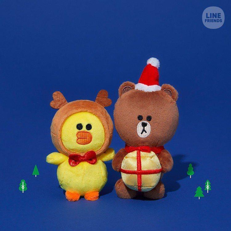 LINE FRIENDS耶誕限定包包吊飾,售價350元。圖/LINE提供