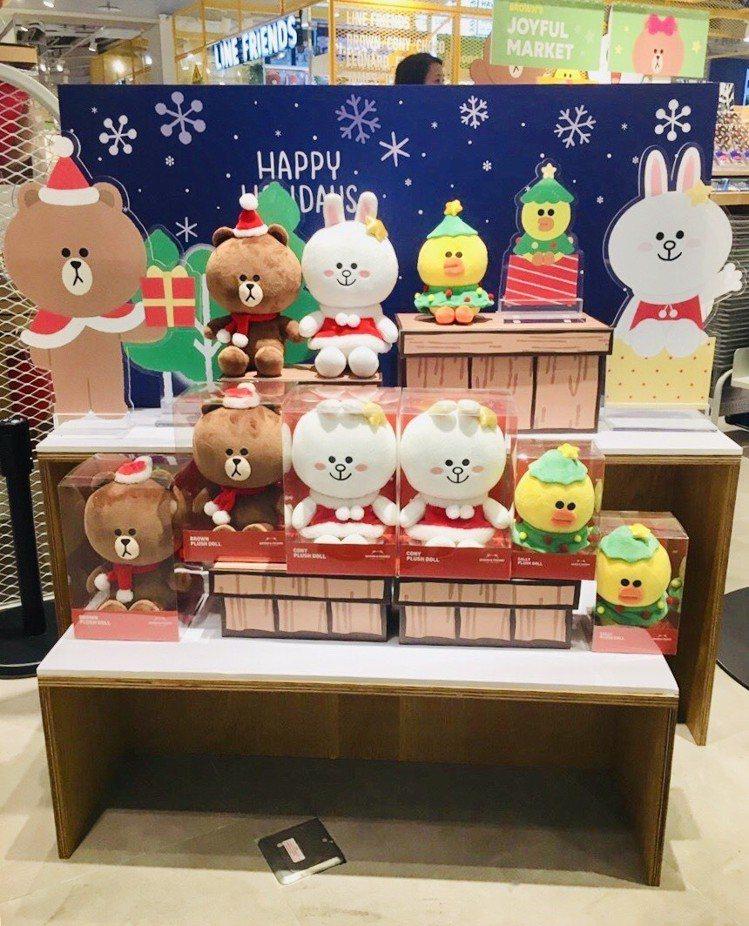 LINE FRIENDS冬季耶誕限定系列歡樂登場。圖/LINE提供