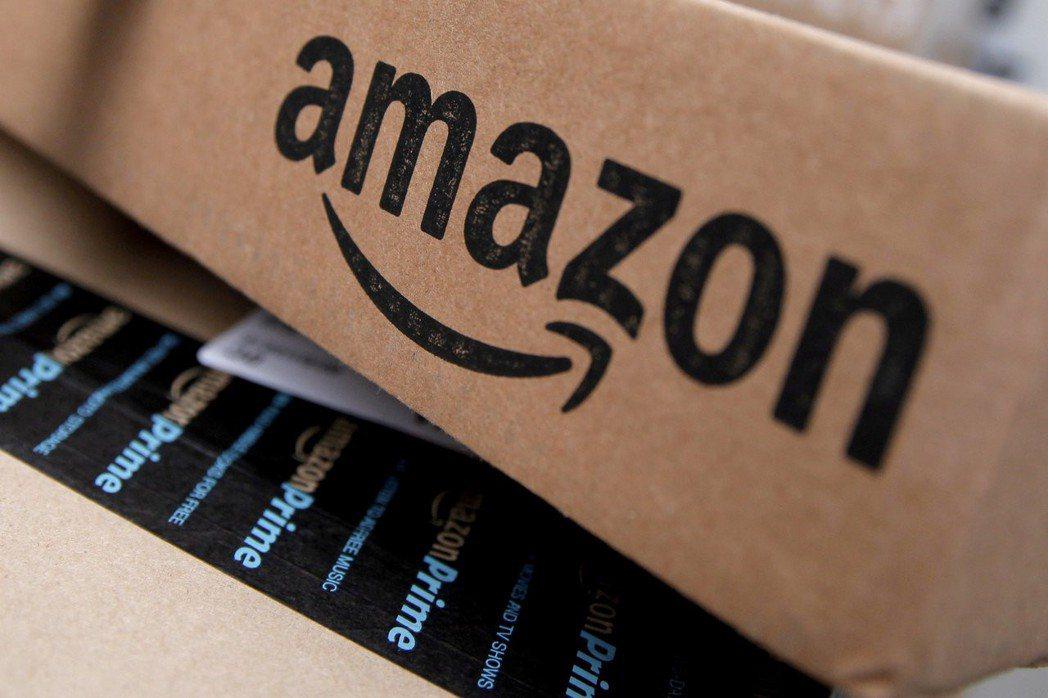 亞馬遜積極發展自己的送貨服務,導致FedEx、UPS本月以來股價重挫,被視為美國...