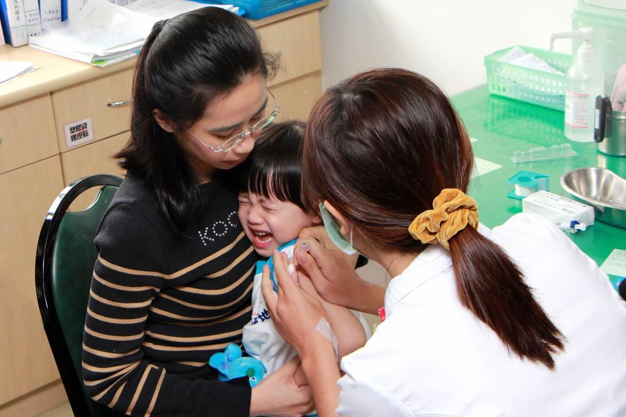 國內B型肝炎疫苗貨源補齊,疾管署提醒媽媽們,全台陸續恢復接種「五合一及B型肝炎疫...