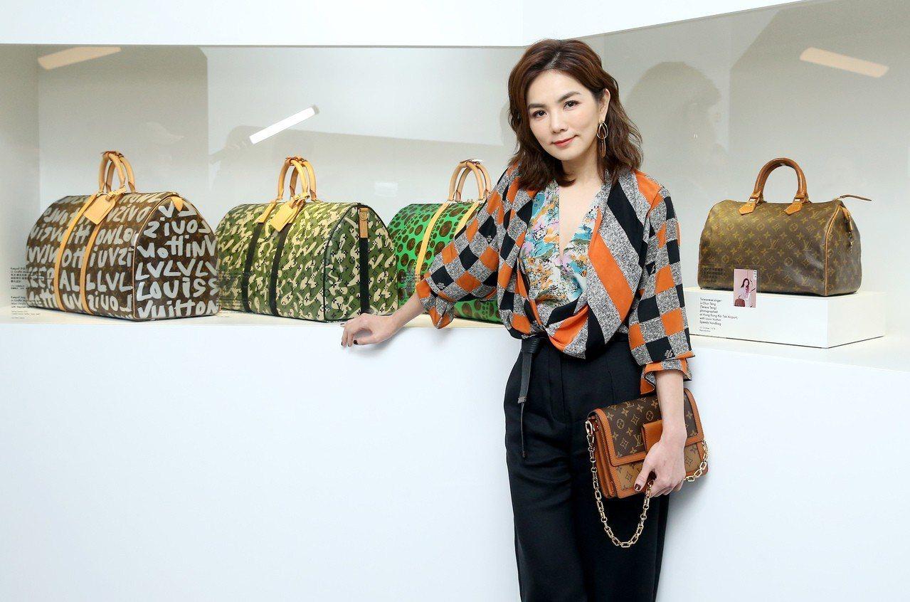 Ella選用Dauphine手袋,售價97,500元。記者余承翰/攝影