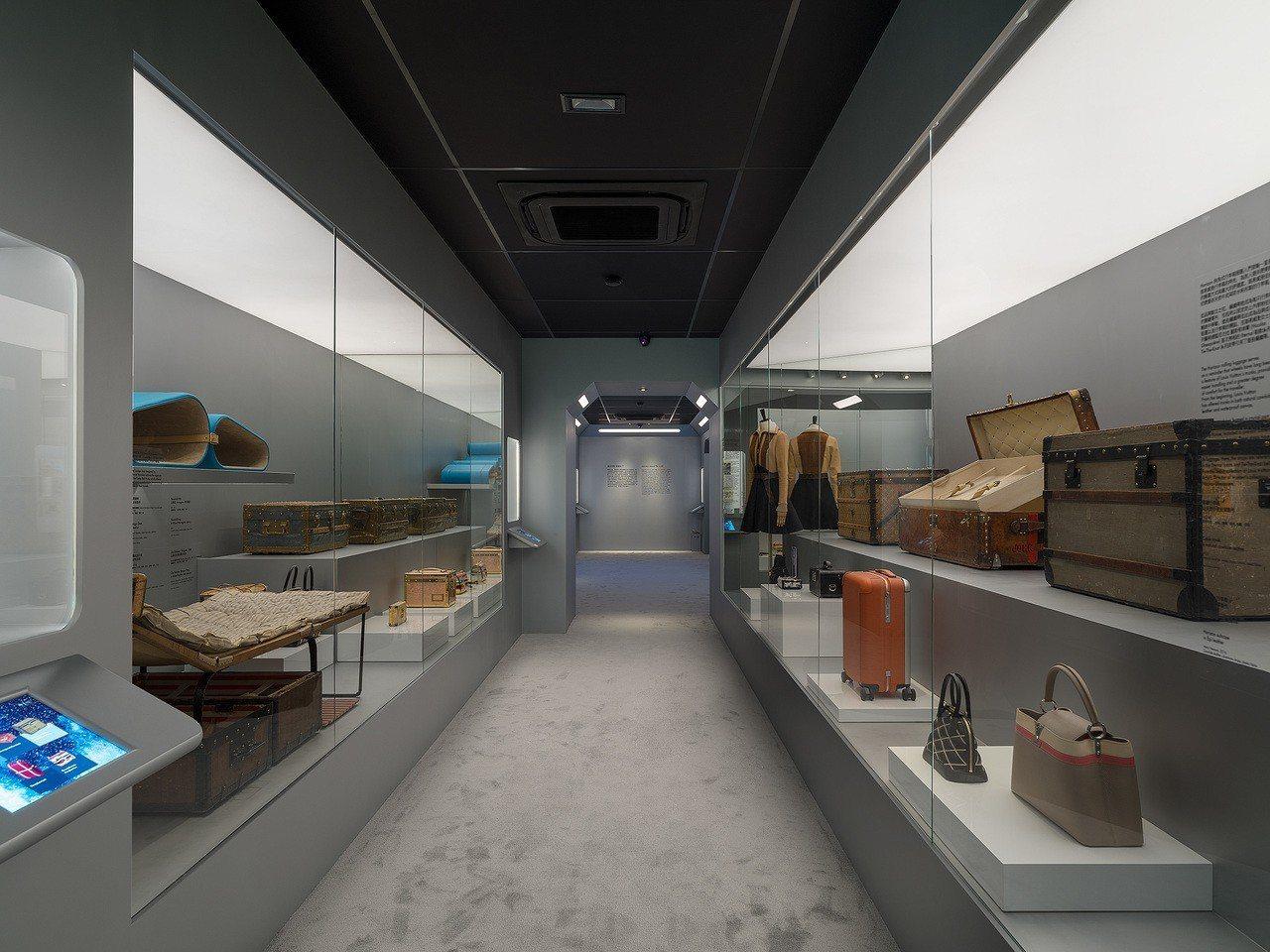 路易威登「時空.錦.囊」的開啟經典之門主題展間。圖/LV提供