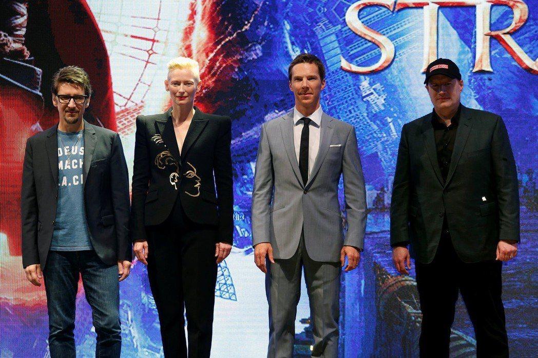 史考特戴瑞克森(左起)、蒂妲史雲頓、班奈狄克康柏拜區、漫威影業總裁凱文費吉將再度