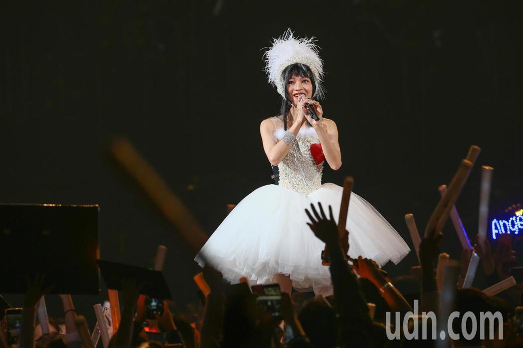 張韶涵今天在台北小巨蛋舉辦「旅程」世界巡迴演唱會第一場,在多首快歌後邀請歌迷可以