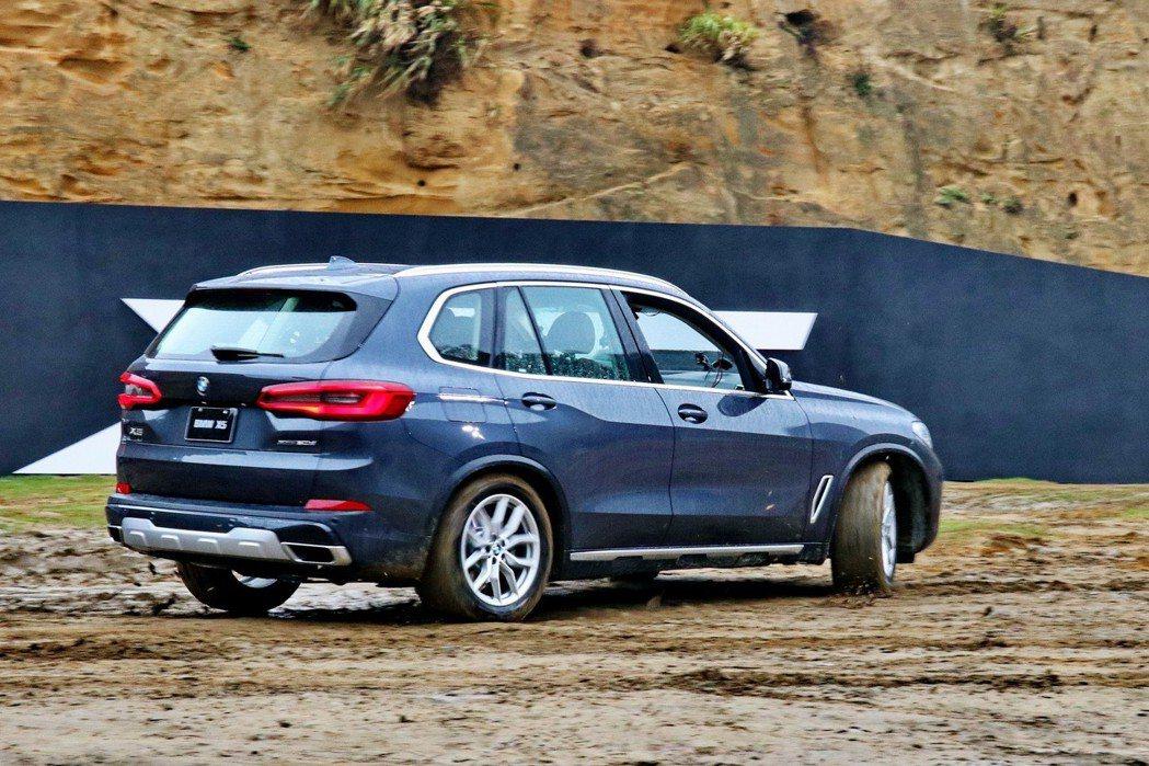 BMW X5擁有優異的征服地面能力。 記者陳威任/攝影