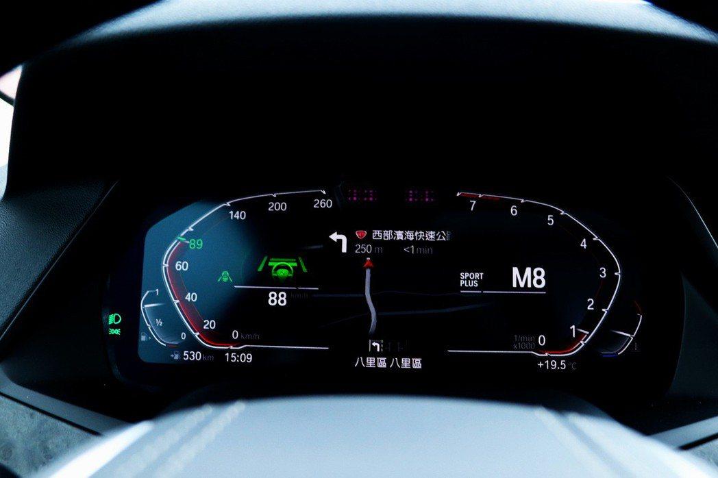 BMW X5配備包括半自動駕駛在內的先進輔助科技。 記者陳威任/攝影