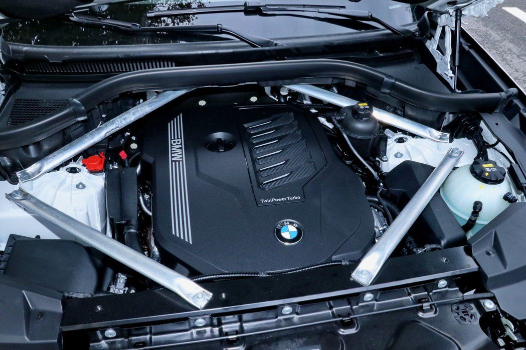 X5 xDrive40i搭載新世代BMW TwinPower Turbo直列六缸...