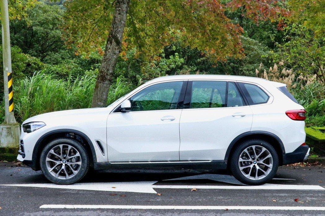新一代X5不論是車長、車寬及軸距都有不小的成長。 記者陳威任/攝影