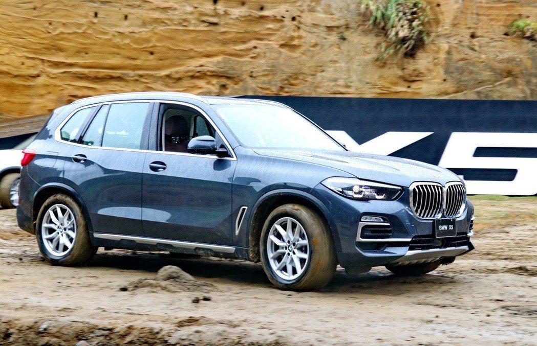 BMW X5在水牛坑依然有不錯的身手。 記者陳威任/攝影