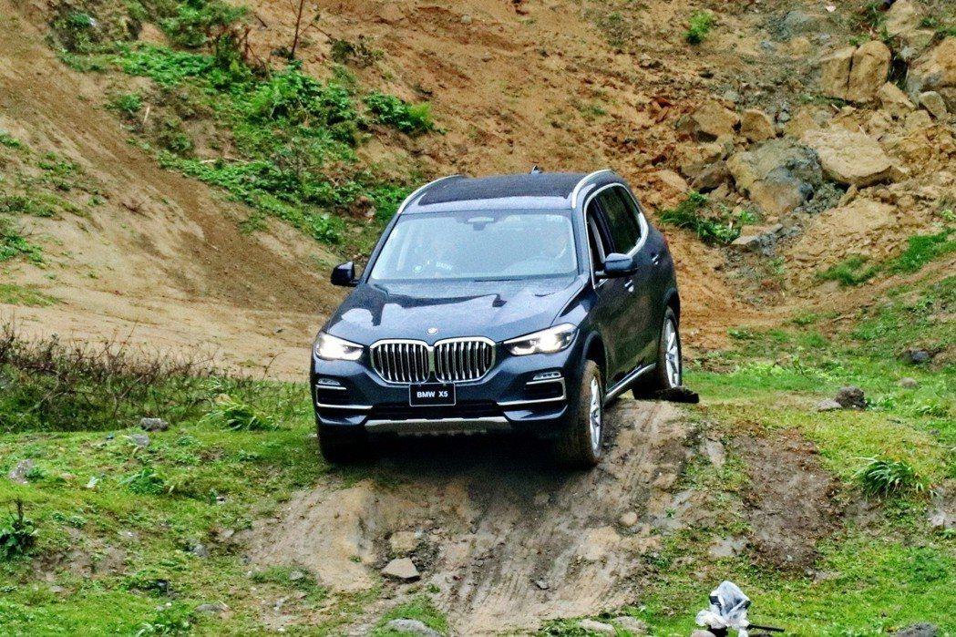 BMW X5 xDrive40i有著不錯的征服地形能力。 記者陳威任/攝影