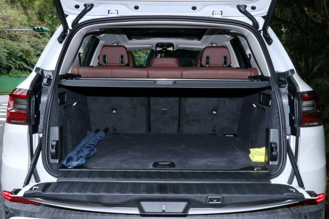 行李廂容積可從650公升擴充至1,860公升。 記者陳威任/攝影