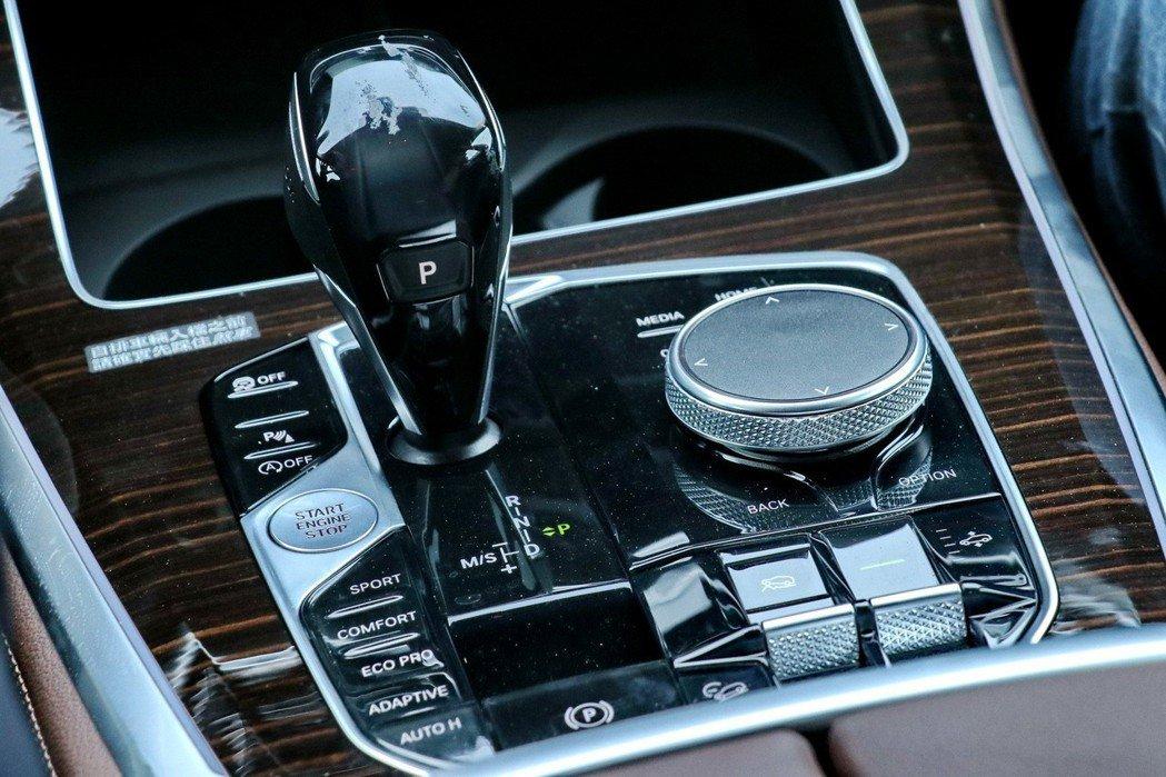 更可選配xOffroad越野套件,提供駕駛者共4種越野模式。 記者陳威任/攝影