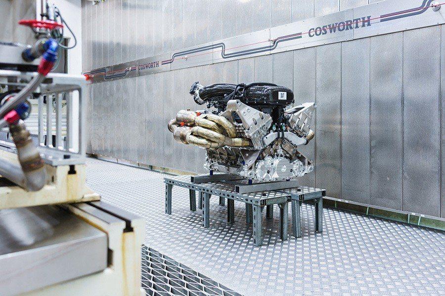 Cosworth製造的65度夾角自然進氣6.5升V12引擎,有著1000匹馬力和...