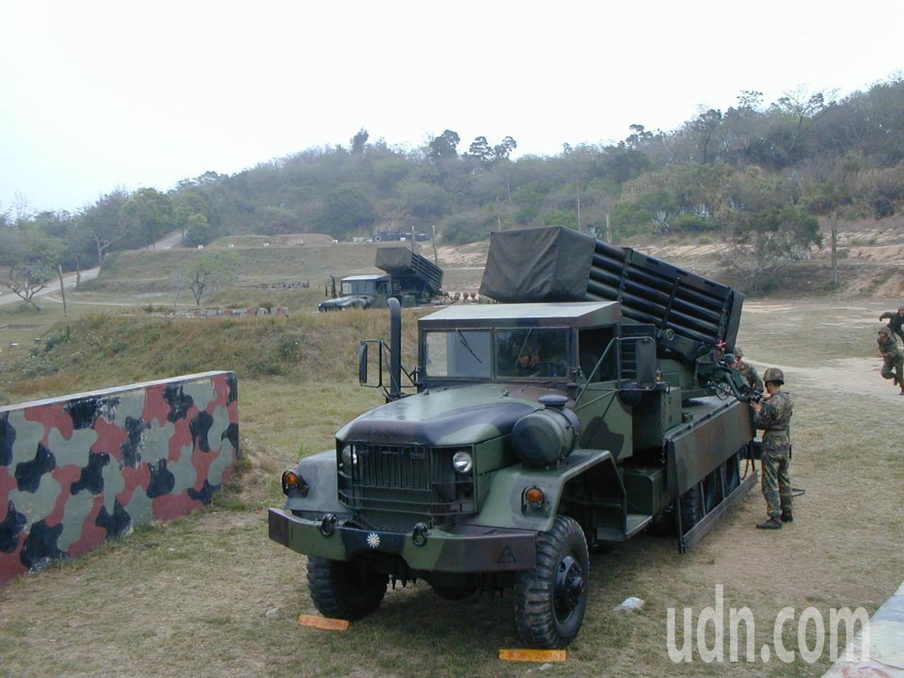 前參謀總長羅本立在96台海導彈危機時下令將一個連的工蜂6型多管火箭秘密從台灣部署...