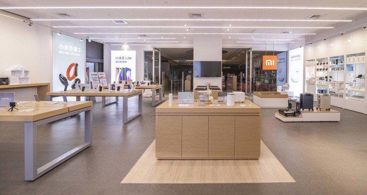 小米高雄夢時代專賣店正式開幕,是高雄第2間小米專賣店、小米台灣第9間實體門市。圖...