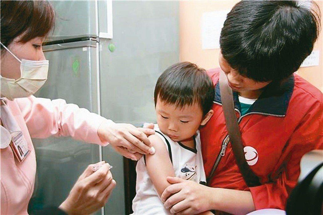 疾管署提醒,家長應在流行高峰前帶孩子完成流感疫苗接種。 圖/疾管署提供
