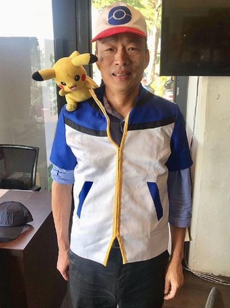 高雄市長當選人韓國瑜上傳一張扮成動漫人物「小智」的照片到IG,力挺動漫展。圖/翻...