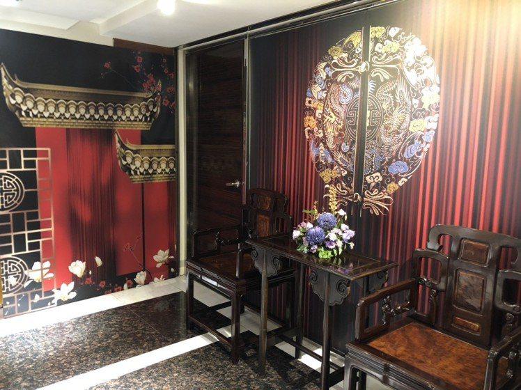 福容大飯店中壢店推出宮廷風的打卡牆面,帶有濃濃復古感。圖/福容大飯店提供