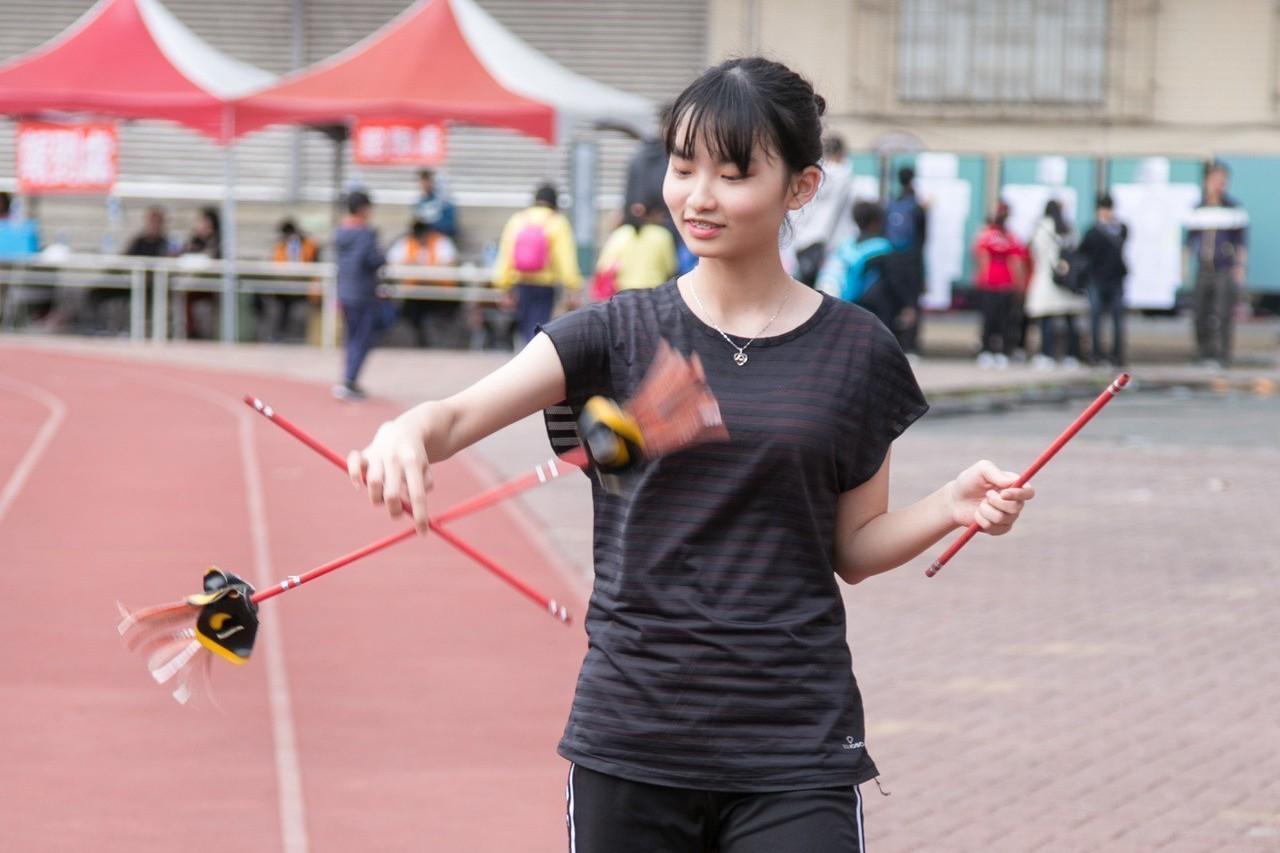 「雜技新三項」之一的撥拉棒。圖/台南大學提供