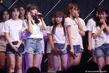 AKB48人氣王、HKT48一姐指原莉乃宣布畢業!她今天在東京演唱會上,趁著與限定韓團「IZ*ONE」同台公演的場合,含淚宣布決定畢業離團,全場瞬間變成一片淚海,還有粉絲高喊要她把話收回去。26歲的...