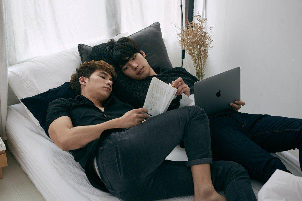 Tul(左)、Max拍攝BL劇「醉後愛上你2」戲中有不少同居同床畫面。圖/TV ...
