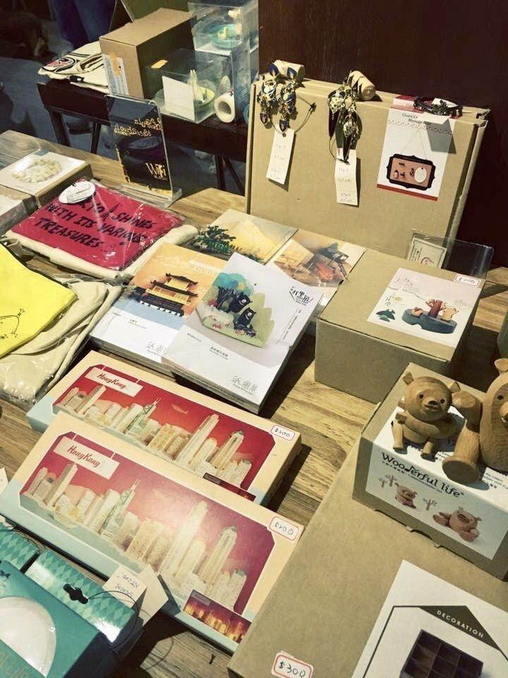 林可彤號召義賣活動,現場義賣商品小物。圖/星浪娛樂提供