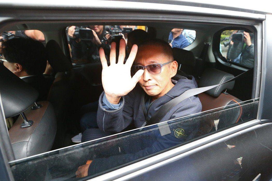 鈕承澤先前赴台北地檢署出庭應訊,已裁定150萬元交保,但被限制出境。記者葉信菉/...