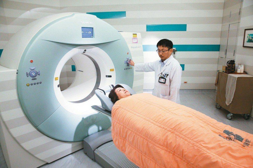 新光醫院斥資億元採購更新款「正子斷層造影」(PET/CT),50分鐘就可完成全身...
