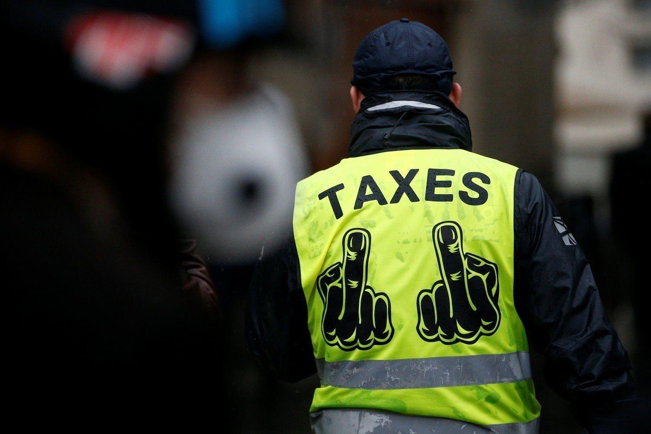 政府若不正視減稅利益向高所得者傾斜的現況,長此以往,難保法國的黃背心革命不會在台...