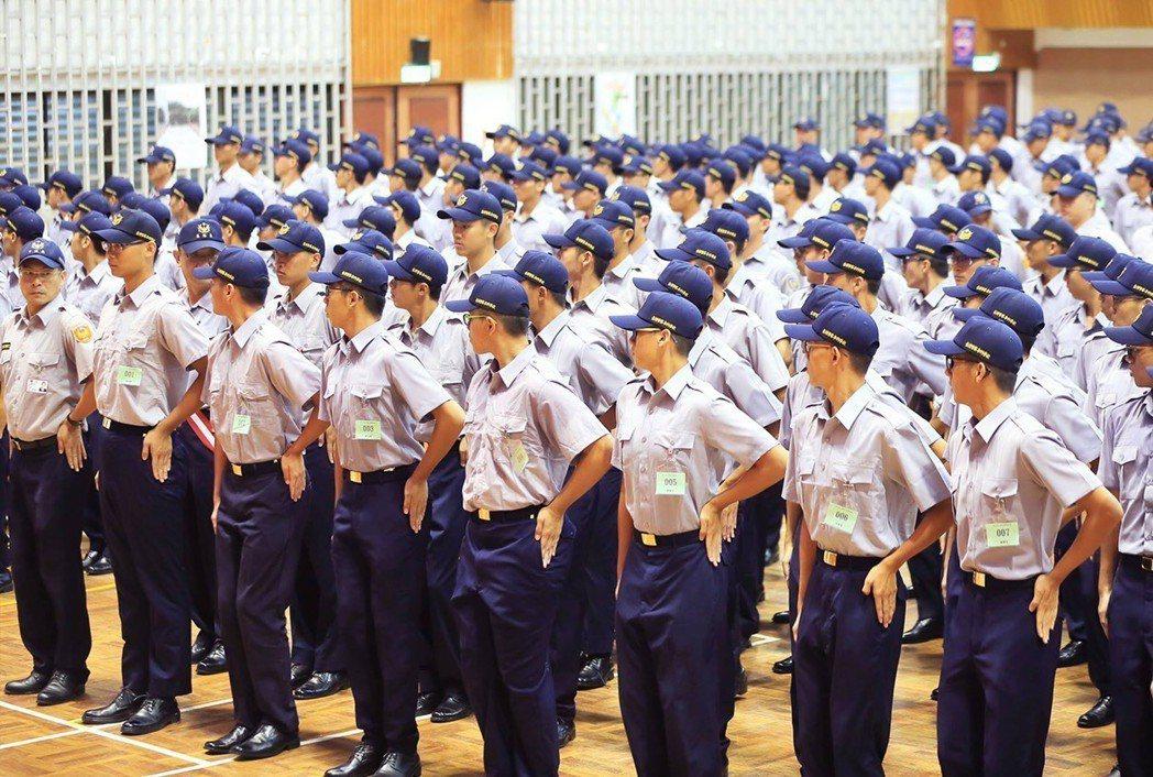 沿用30多年的警察制服,明年將全面換新。圖/警政署提供