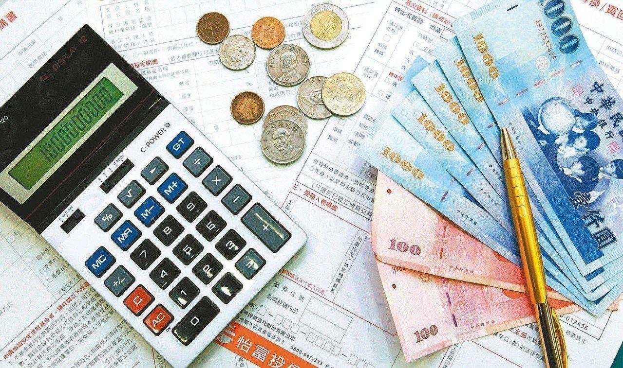 台灣人超愛買保單,平均每人有2.5張以上的壽險保單。 圖/聯合報系資料照片