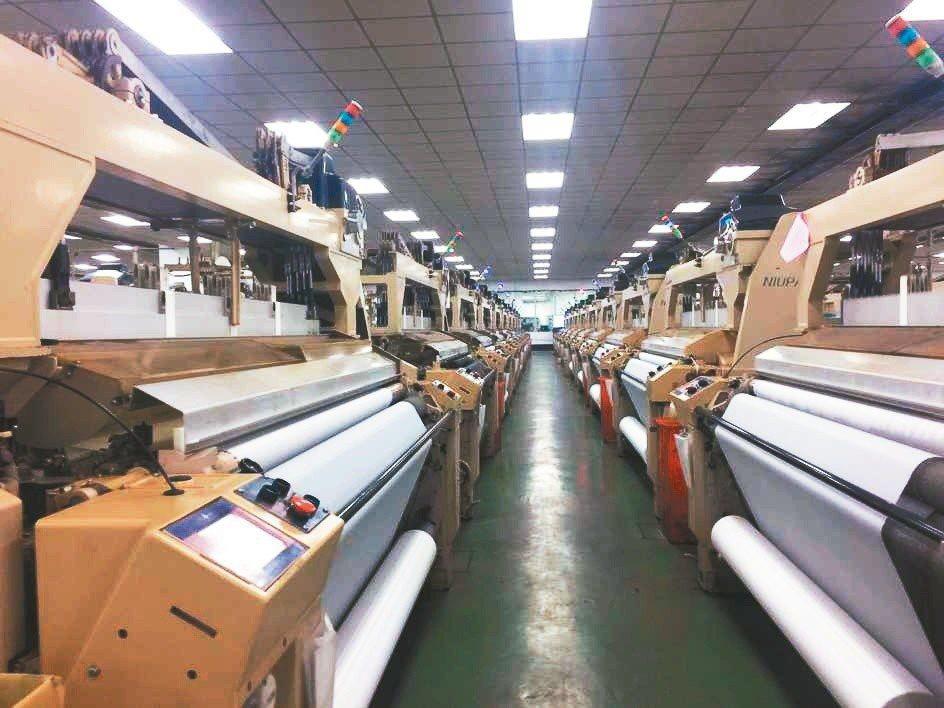 力麗集團智慧紡織廠有全自動智慧化生產線,提供客戶更客製化的解決方案。 紡織所/提...