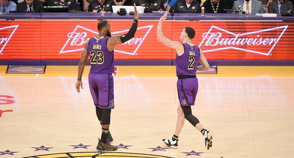 詹姆斯(左)與鮑爾同場大三元。 NBA