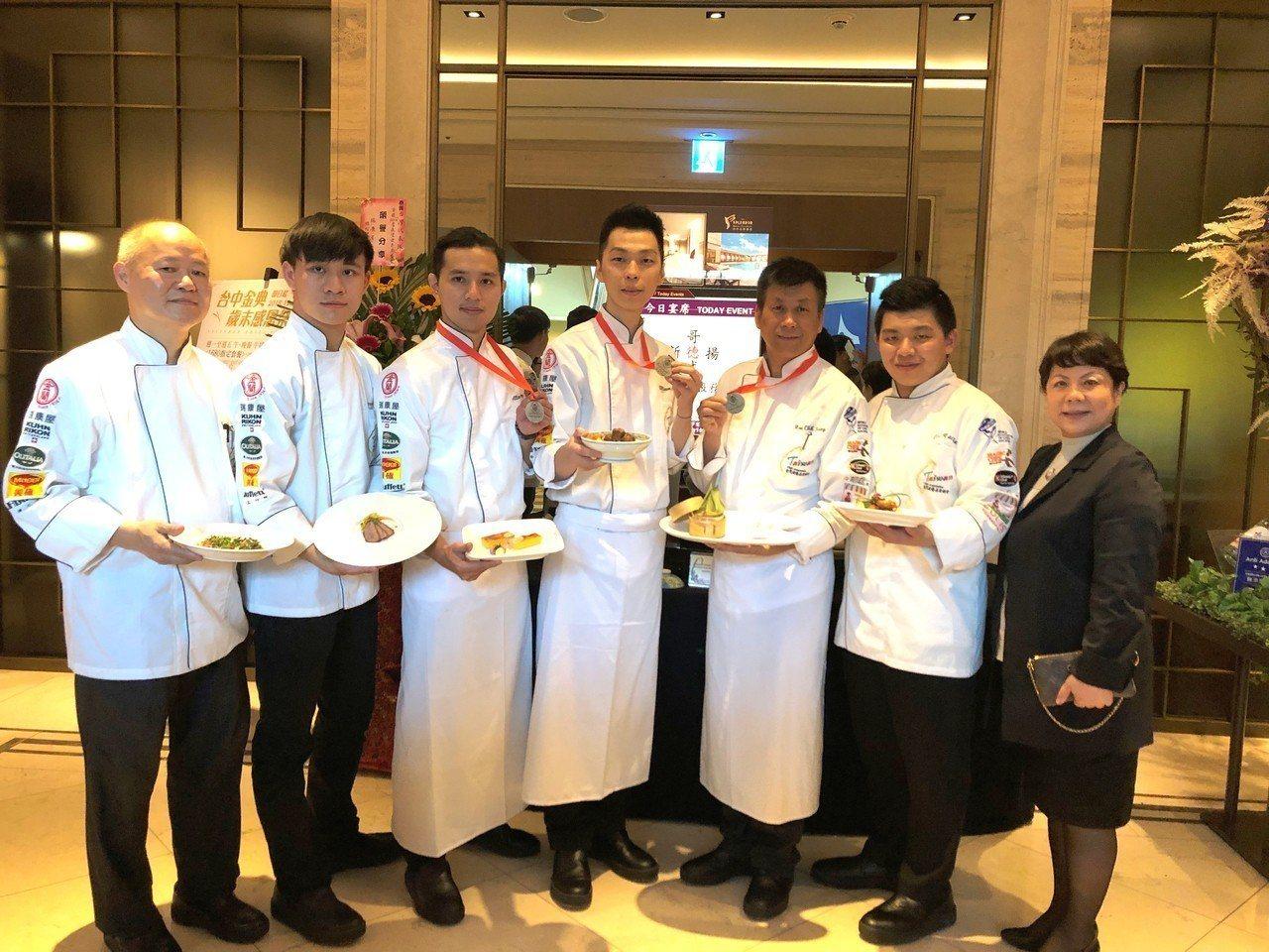 由張志騰教練所領軍的台灣代表隊,在2018盧森堡世界盃國際廚藝競賽「團膳」項目中...